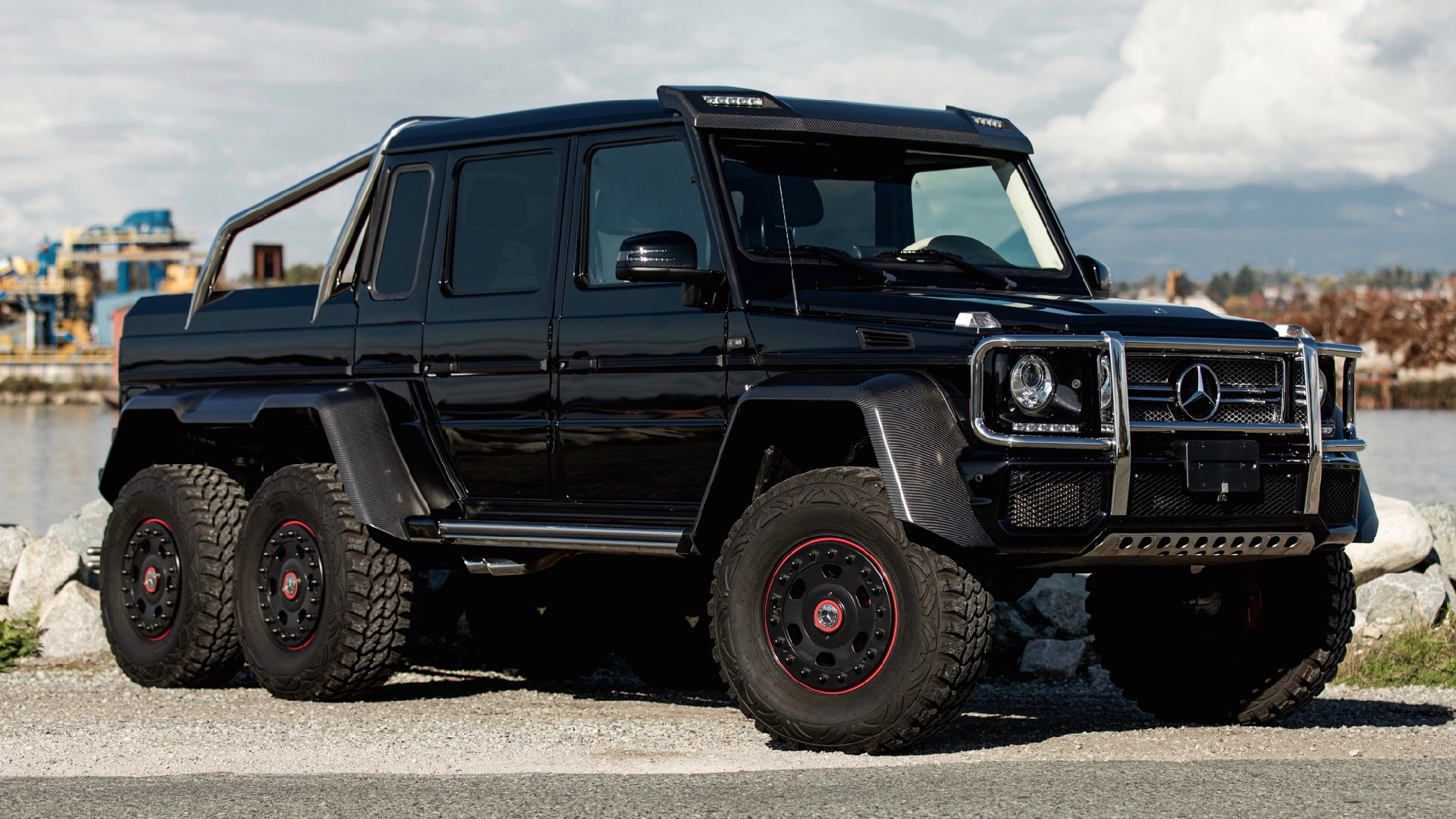 2014 Mercedes-Benz G63 AMG 6x6 (Photo by Bring a Trailer)