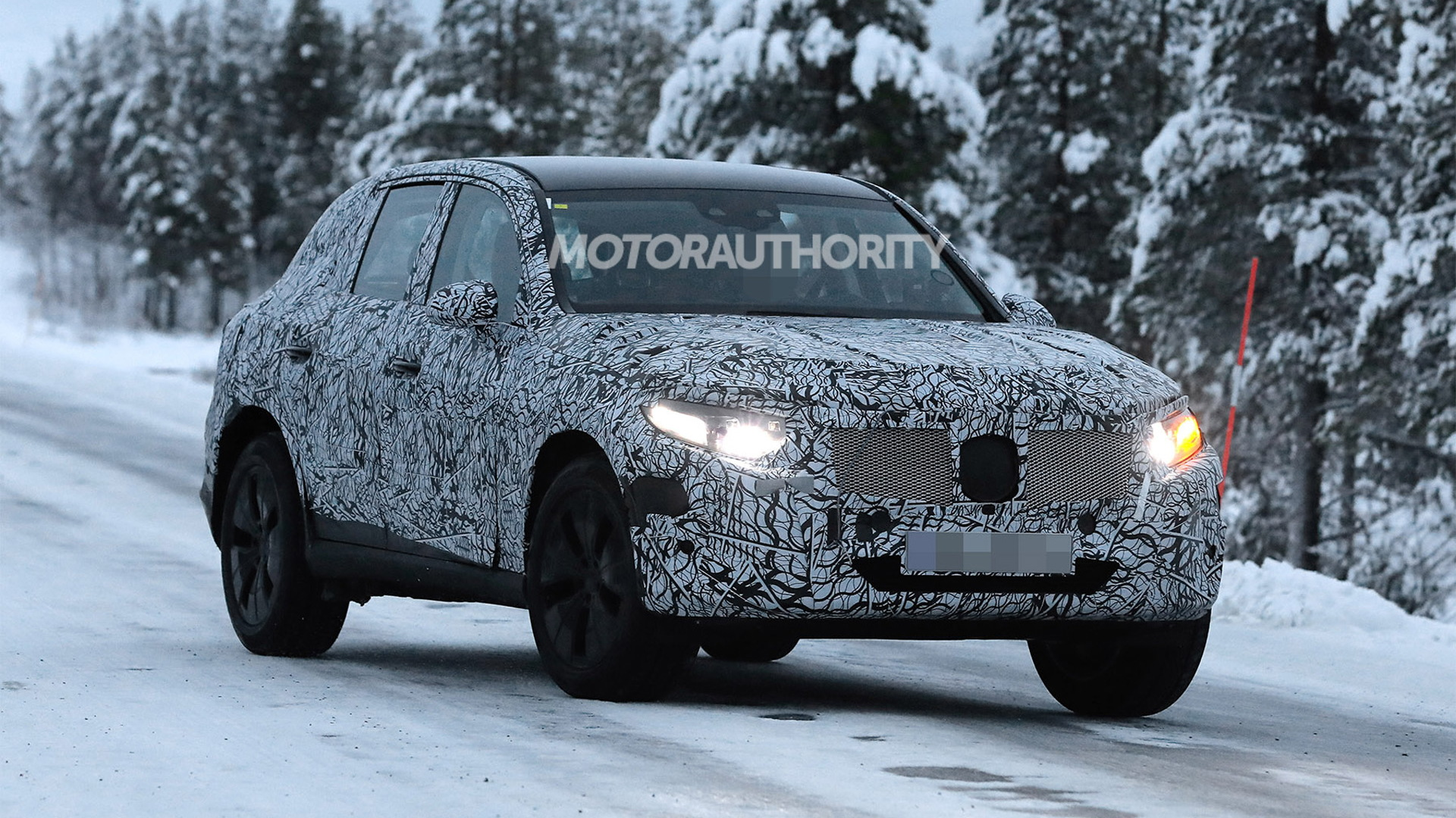2023 Mercedes-Benz GLC-Class spy shots - Photo credit: S. Baldauf/SB-Medien