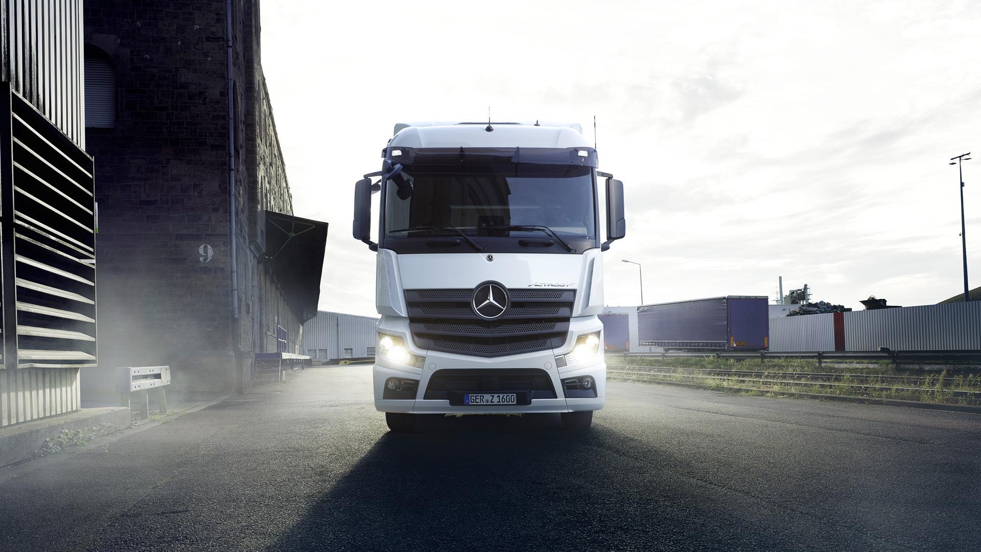 Mercedes-Benz Actros semi-trailer truck