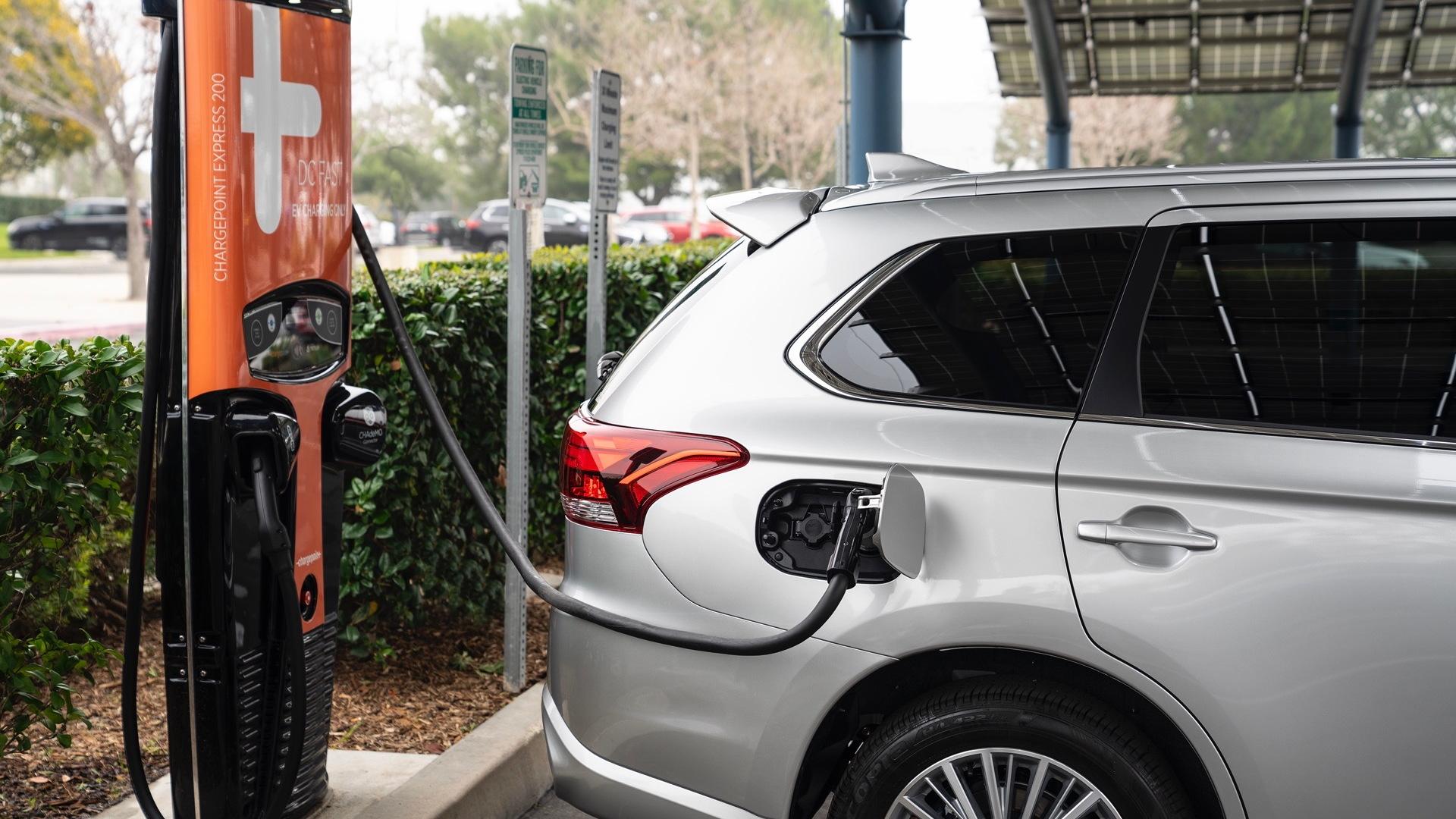 2021 Mitsubishi Outlander Plug-In Hybrid charging