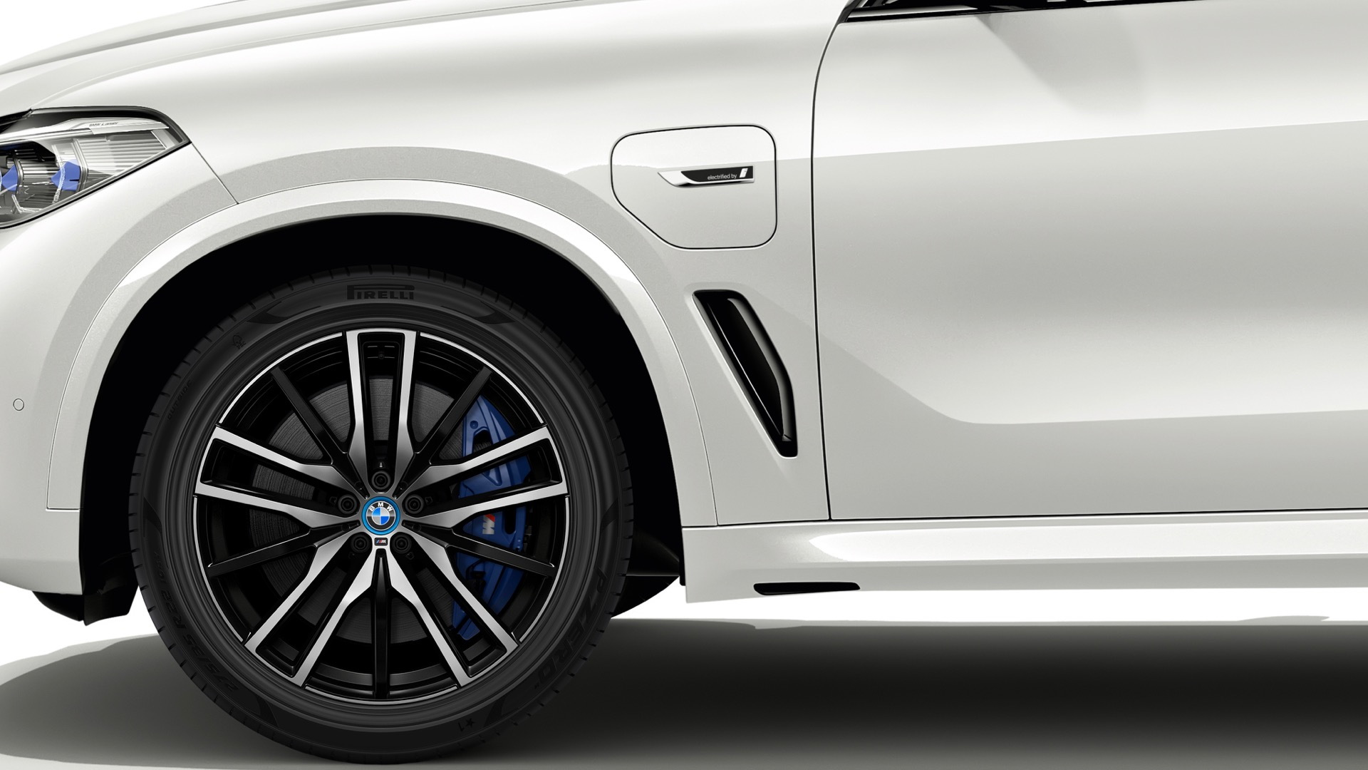 BMW X5 xDrive45e with FSC-certified Pirelli P-Zero tires