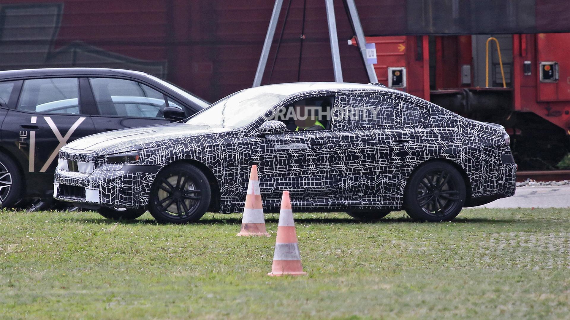 2024 BMW 5-Series spy shots - Photo credit:S. Baldauf/SB-Medien
