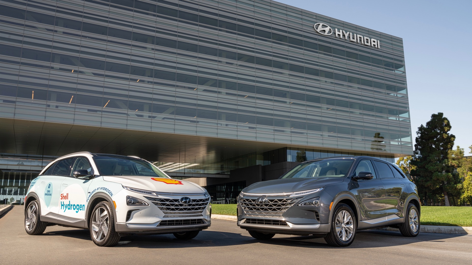 Hyundai Nexo crossovers promoting Shell hydrogen-infrastructure partnership