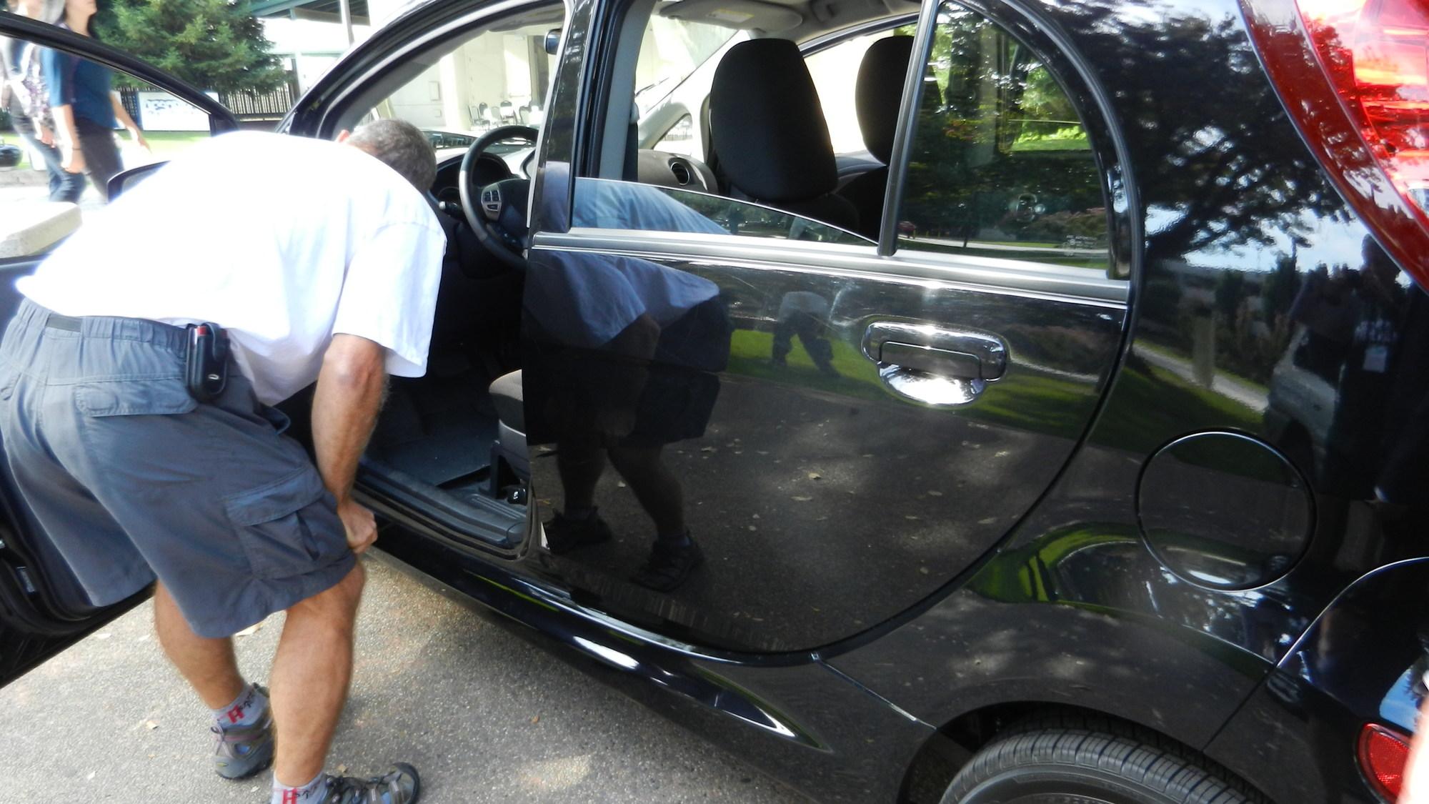 black 2012 Mitsubishi i