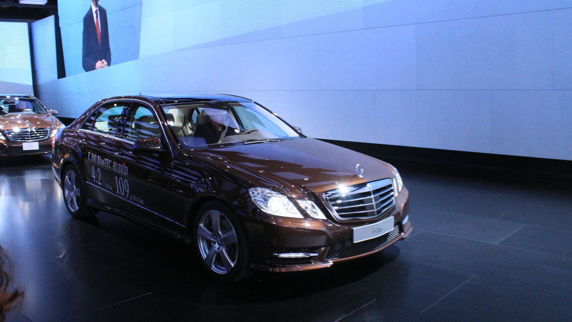 Mercedes-Benz E400 Hybrid and E300 Bluetec Hybrid live photos