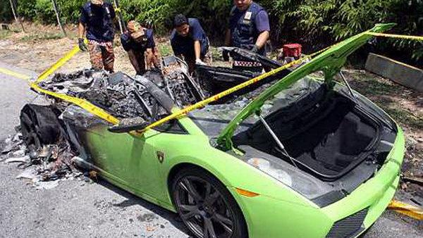 Lamborghini Gallardo burnt to a crisp in Malaysia. Photo by The Star Online
