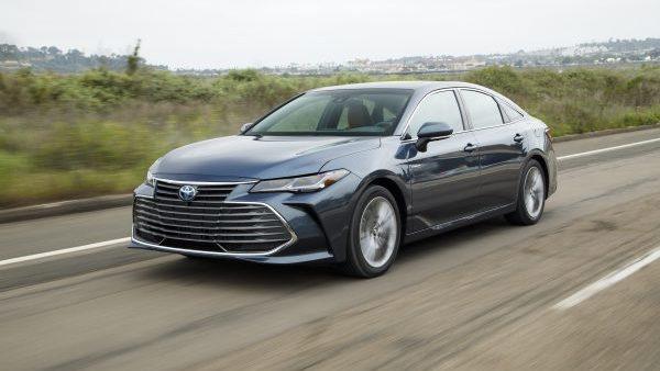 2020 Toyota Avalon Hybrid in Limited trim