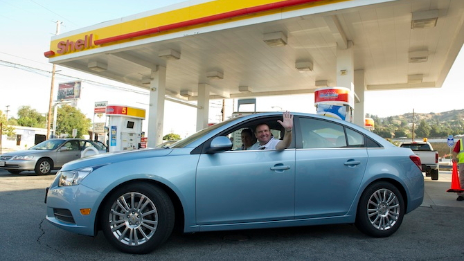 John and Helen Taylor depart on the Smarter Driving Tour. Image: Shell
