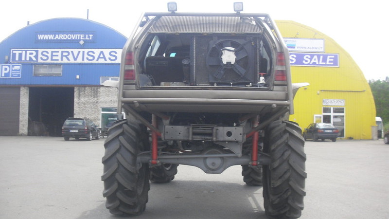 Mercedes-Benz 300TE wagon on a Unimog chassis