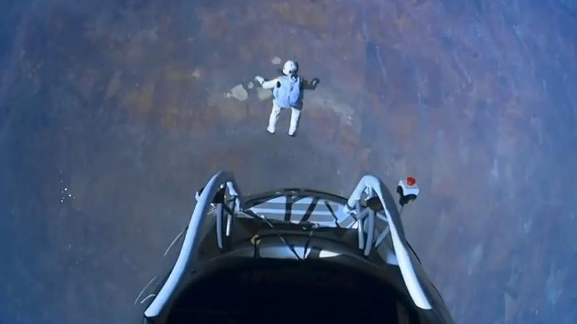 Felix Baumgartner jumps from 128,100 feet