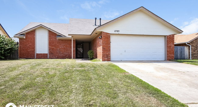 Image of 1705 Cimarron Trail in Choctaw, OK