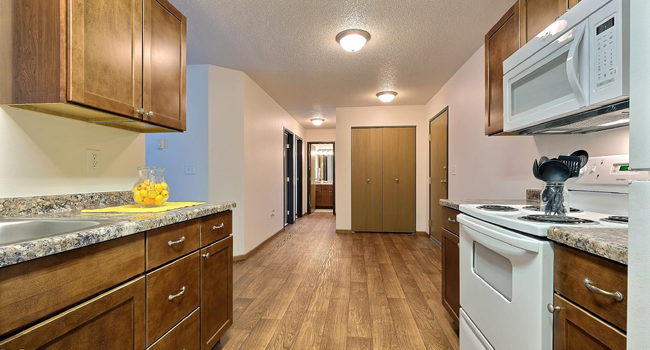 Eagle Run Apartments | 2 Bdrm - Kitchen - Dining