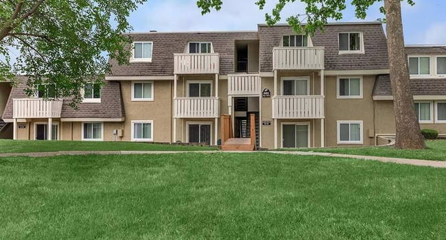 We Offer Some Of The Best Apartment Living in All of Grandview!