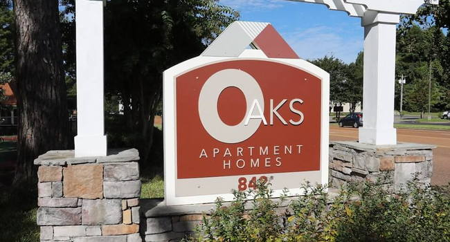 Welcome to The Oaks at Jackson Apartments