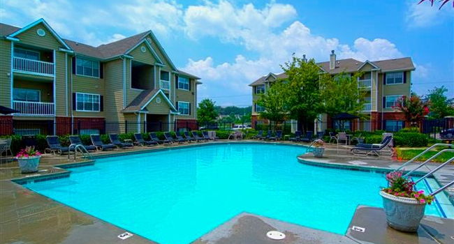 Image Of Heritage Lake At Westland In Knoxville Tn