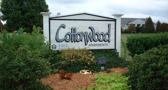 Image of Cottonwood Apartments in Greenville, MS