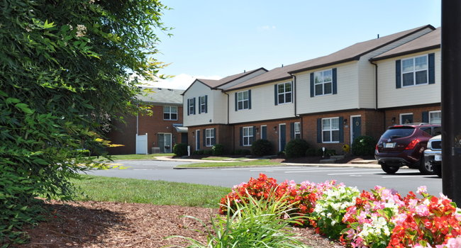 Image Of College Square At Harbour View Townhouse Apartments In Suffolk, VA